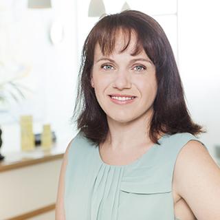Frau-Waibel-Arztpraxis-Koeln-Management